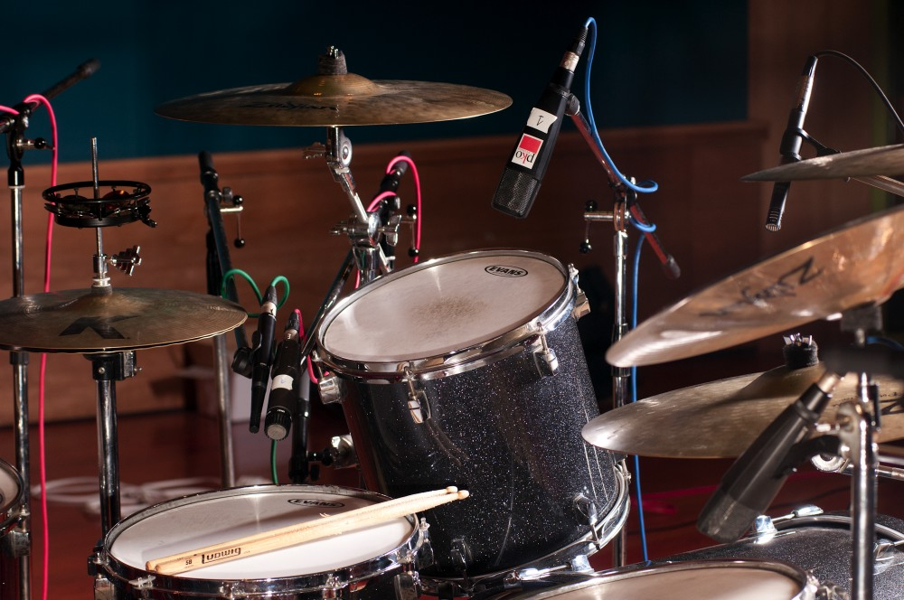 Img. 5: Details of the MD421 on toms 1 and 2, and the AKG 451 on the ride.